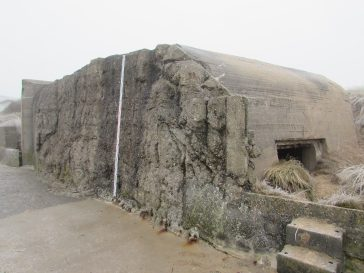 Une opération de relevés des bunkers sur la digue de Sangatte