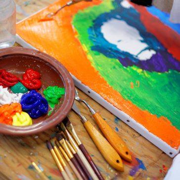 Ecole d'art : thématique annuelle, cours aux trimestres, et céramique !